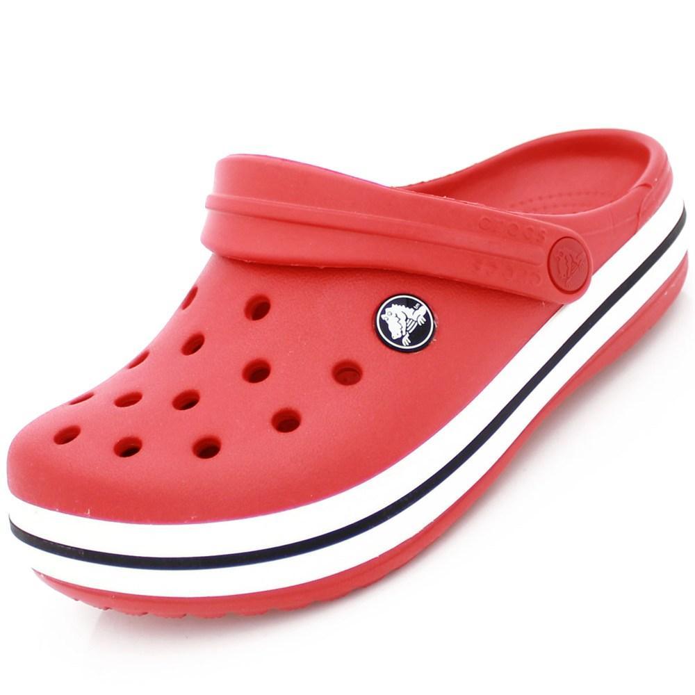 5d80dc9451 A Crocs se tornou moda nos últimos anos e caiu de vez no gosto popular